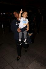 Arpita Khan With Son Ahil Khan Spotted At Airport on 14th Sept 2017 (7)_59bb844086a0e.JPG