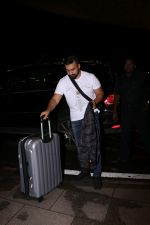 Raj Kundra Spotted At Airport on 14th Sept 2017 (2)_59bb84973a4c0.JPG