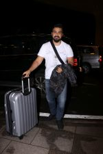 Raj Kundra Spotted At Airport on 14th Sept 2017 (5)_59bb84997342e.JPG