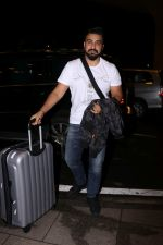 Raj Kundra Spotted At Airport on 14th Sept 2017 (6)_59bb849a491e4.JPG