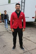 Abhinav Shukla promote Aksar 2 on the Sets Of Comedy Show Comedy Dangal on 17th Sept 2017 (62)_59bf72875fe52.JPG