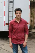 Gautam Rode promote Aksar 2 on the Sets Of Comedy Show Comedy Dangal on 17th Sept 2017 (66)_59bf72f6a4554.JPG