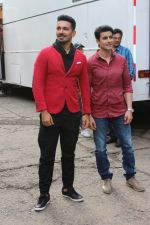 Gautam Rode, Abhinav Shukla promote Aksar 2 on the Sets Of Comedy Show Comedy Dangal on 17th Sept 2017 (61)_59bf72f8cf228.JPG
