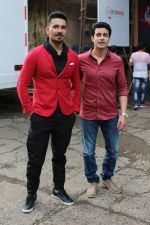 Gautam Rode, Abhinav Shukla promote Aksar 2 on the Sets Of Comedy Show Comedy Dangal on 17th Sept 2017 (62)_59bf728926a8c.JPG