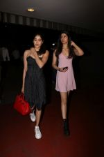 Jhanvi Kapoor, Khushi Kapoor spotted at airport on 18th Sept 2017 (20)_59c0b635c32c8.JPG