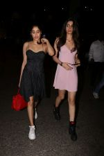 Jhanvi Kapoor, Khushi Kapoor spotted at airport on 18th Sept 2017 (8)_59c0b631a28d3.JPG