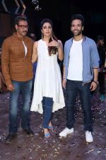 Ajay Devgan, Tabu, Tusshar Kapoor promote Golmaal Againo On The Sets Of Khatron Ke Khiladi on 19th Sept 2017 (18)_59c217e7700b9.JPG