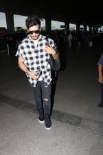 Karan Tacker Spotted At Airport on 19th Sept 2017 (1)_59c216f0b770e.JPG