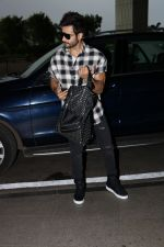 Karan Tacker Spotted At Airport on 19th Sept 2017 (11)_59c216ee405eb.JPG