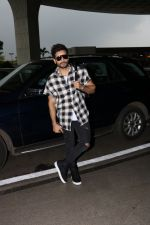 Karan Tacker Spotted At Airport on 19th Sept 2017 (12)_59c216ef7c05a.JPG