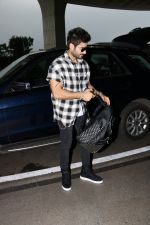 Karan Tacker Spotted At Airport on 19th Sept 2017 (7)_59c216e9ac239.JPG