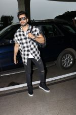 Karan Tacker Spotted At Airport on 19th Sept 2017 (8)_59c216eac7e35.JPG