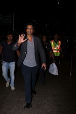 Arjun Rampal Spotted At Airport on 23rd Sept 2017 (2)_59c5d33b64722.JPG