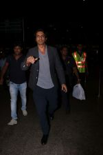 Arjun Rampal Spotted At Airport on 23rd Sept 2017 (3)_59c5d33cf18ff.JPG