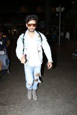 Karan Tacker Spotted At Airport on 22nd Sept 2017 (4)_59c5c8a562fb1.JPG
