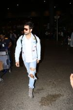 Karan Tacker Spotted At Airport on 22nd Sept 2017 (7)_59c5c8a8e2936.JPG