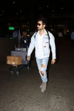 Karan Tacker Spotted At Airport on 22nd Sept 2017 (9)_59c5c8ab48e1e.JPG