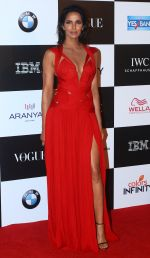 at the Red Carpet Of Vogue Women Of The Year 2017 on 25th Sept 2017 (11)_59c9c67d018ac.JPG