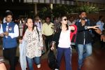Alia Bhatt with her mother Soni Razdan spotted at airport on 27th Sept 2017 (21)_59ccd574e03f0.JPG