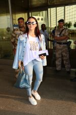 Sana Khan Spotted At Airport on 28th Sept 2017 (11)_59cce41cb98a5.JPG