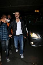 Sanjay Kapoor Spotted At Airport on 28th Sept 2017 (30)_59cce3b08e460.JPG