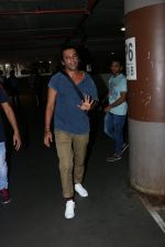Sunil Grover with His Wife Spotted At Airport on 28th Sept 2017 (1)_59cce31b17c2a.JPG