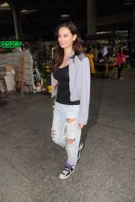 Evelyn Sharma Spotted At Airport on 29th Seprt 2017 (1)_59d21c8f685c3.JPG
