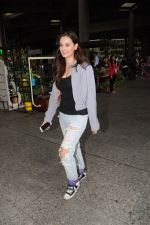 Evelyn Sharma Spotted At Airport on 29th Seprt 2017 (11)_59d21d7f5117f.JPG