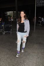 Evelyn Sharma Spotted At Airport on 29th Seprt 2017 (4)_59d21cda29b9f.JPG