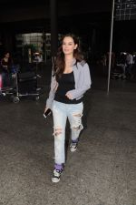 Evelyn Sharma Spotted At Airport on 29th Seprt 2017 (5)_59d21d17bca54.JPG