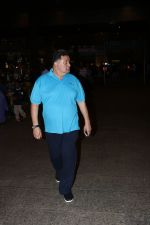 Rishi Kapoor Spotted At Airport on 30th Sept 2017 (2)_59d233d90de4a.JPG