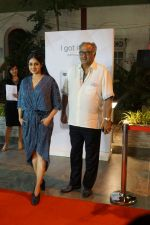 Sridevi, Boney Kapoor at the Launch Of IPhone 8 & IPhone 8+ At iAzure on 29th Sept 2017 (56)_59d21f0b96b73.JPG