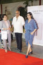 Sridevi, Boney Kapoor at the Launch Of IPhone 8 & IPhone 8+ At iAzure on 29th Sept 2017 (70)_59d21f13c7ab8.JPG