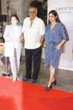Sridevi, Boney Kapoor at the Launch Of IPhone 8 & IPhone 8+ At iAzure on 29th Sept 2017 (72)_59d21f18efbb3.JPG
