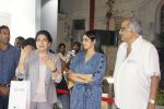 Sridevi, Boney Kapoor at the Launch Of IPhone 8 & IPhone 8+ At iAzure on 29th Sept 2017 (77)_59d21f22507c9.JPG