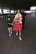 Divya Khosla Kumar & Her Son Ruhaan Kumar Spotted At Airport on 2nd Oct 2017 (12)_59d525482b73c.JPG