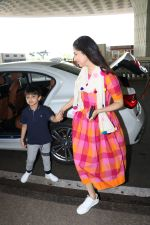 Divya Khosla Kumar & Her Son Ruhaan Kumar Spotted At Airport on 2nd Oct 2017 (5)_59d524711f3a3.JPG