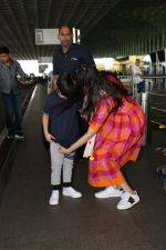 Divya Khosla Kumar & Her Son Ruhaan Kumar Spotted At Airport on 2nd Oct 2017 (6)_59d5249448f89.JPG