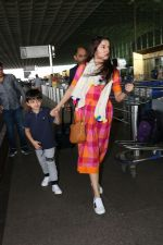 Divya Khosla Kumar & Her Son Ruhaan Kumar Spotted At Airport on 2nd Oct 2017 (8)_59d524bfe5758.JPG