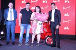 Farhan Akhtar Launch Of Vespa Red on 3rd oct 2017 (33)_59d538b0ee75a.JPG