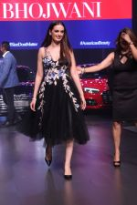 Evelyn Sharma at the Red Carpet Of Luxury & Fashion As Hello! & Audi on 6th Oct 2017 (22)_59d77d4a45d4e.JPG