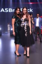 Ileana D_Cruz, Evelyn Sharma at the Red Carpet Of Luxury & Fashion As Hello! & Audi on 6th Oct 2017 (29)_59d77d4d6e28a.JPG