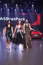 Ileana D_Cruz, Evelyn Sharma, Kriti Sanon at the Red Carpet Of Luxury & Fashion As Hello! & Audi on 6th Oct 2017 (28)_59d77d52e3353.JPG