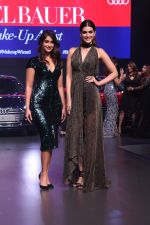 Kriti Sanon, Ileana D_Cruz at the Red Carpet Of Luxury & Fashion As Hello! & Audi on 6th Oct 2017 (30)_59d77e0393cc3.JPG