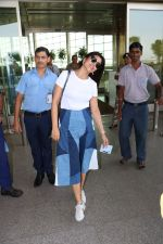 Shriya Saran Spotted At Airport on 5th Oct 2017 (1)_59d726f901222.JPG