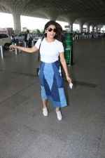 Shriya Saran Spotted At Airport on 5th Oct 2017 (11)_59d728b6c1732.JPG