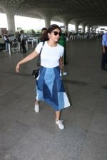 Shriya Saran Spotted At Airport on 5th Oct 2017 (12)_59d728dfa15f3.JPG