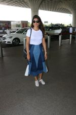 Shriya Saran Spotted At Airport on 5th Oct 2017 (2)_59d7272731864.JPG