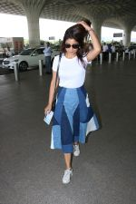 Shriya Saran Spotted At Airport on 5th Oct 2017 (6)_59d727bacebd2.JPG
