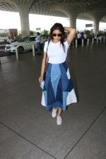 Shriya Saran Spotted At Airport on 5th Oct 2017 (7)_59d727ee0ede9.JPG